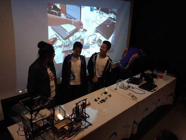 น้องๆ Present การเรียน Arduino, Rapberry Pi, Stem ครับ