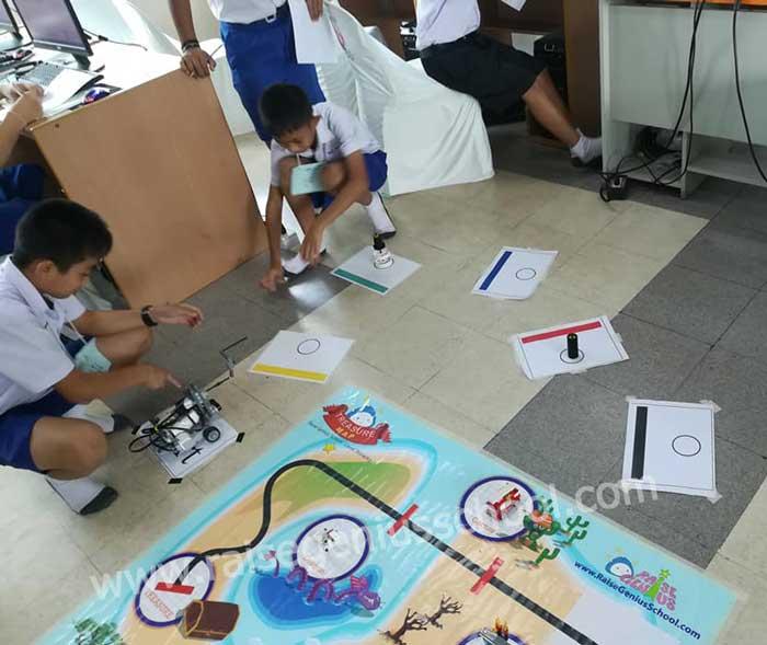 ึฝึกปฏิบัติ เด็กๆ เทศบาล 1 หนองใส กำลังทดลองหุ่นยนต์