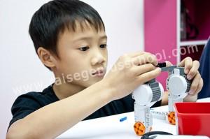 ฝึกสมาธิ ผ่านการประดิษฐ์เลโก้หุ่นยนต์