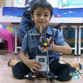 Huego Lego Robot show