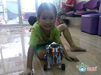 king lego robot1