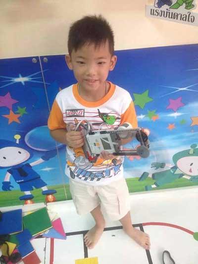 max lego robot 2