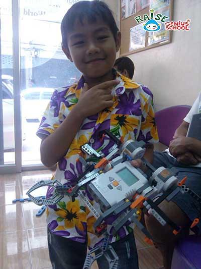 ten lego nxt robot 3