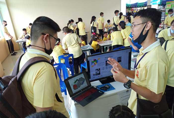 กิจกรรม แสดง เทคโนโลยีหุ่นยนต์ เนื่องในวันวิทยาศาสตร์และวันแม่แห่งชาติ ณ. โรงเรียน สุคนธีรวิทย์ นครปฐม  Zone เทคโนโลยีสื่อการสอน วิชาหุ่นยนต์ 3d eLearning, ประดิษฐ์หุ่นยนต์ Online บน tablet
