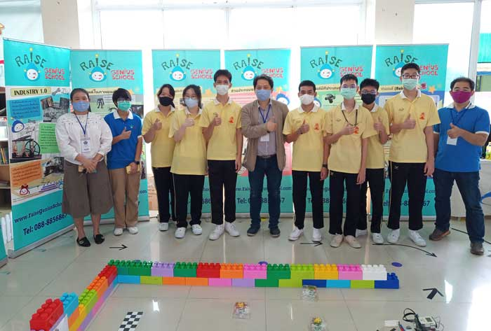 กิจกรรมออกบูธ เทคโนโลยีหุ่นยนต์ เนื่องในวันวิทยาศาสตร์และวันแม่แห่งชาติ ณ. โรงเรียน โรงเรียนสุคนธีรวิทย์ นครปฐม